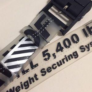 OFF-WHITE belt.